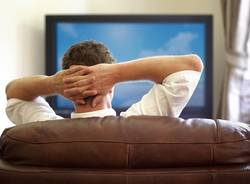 Televisore e divano