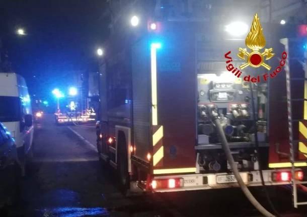 Uboldo: completamente distrutto dalle fiamme un deposito agricolo. Intervengono otto mezzi dei Vigili del Fuoco