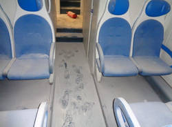 Vandalismo con estintori su Trenord