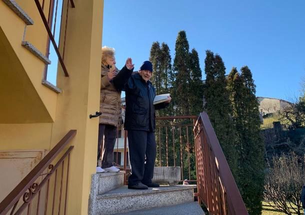 Casciago: doni, striscioni e filastrocca per i 100 anni di Franco Pedotti