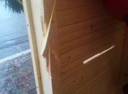 Danneggiata la casetta di Babbo Natale a Taino