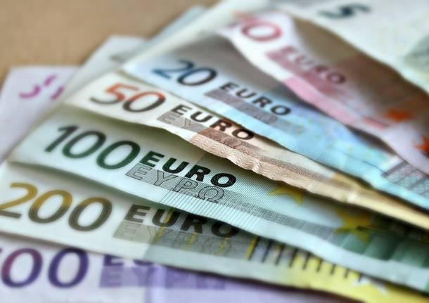 tasse soldi pagamento