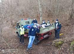 Gli enduristi ripuliscono dai rifiuti i boschi di Varese
