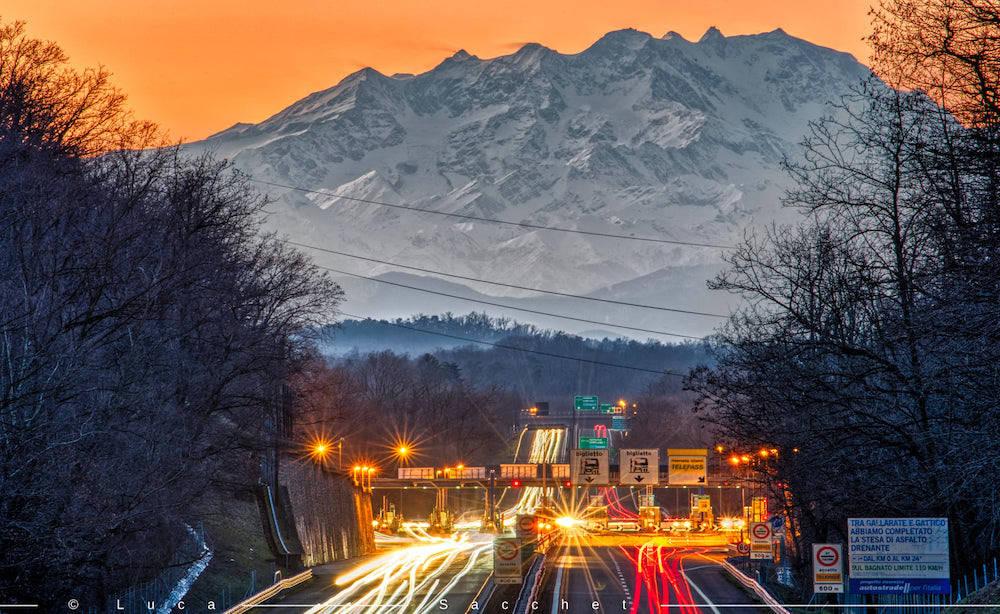 La A26 a Besnate e il Monte Rosa  foto di Luca Sacchet