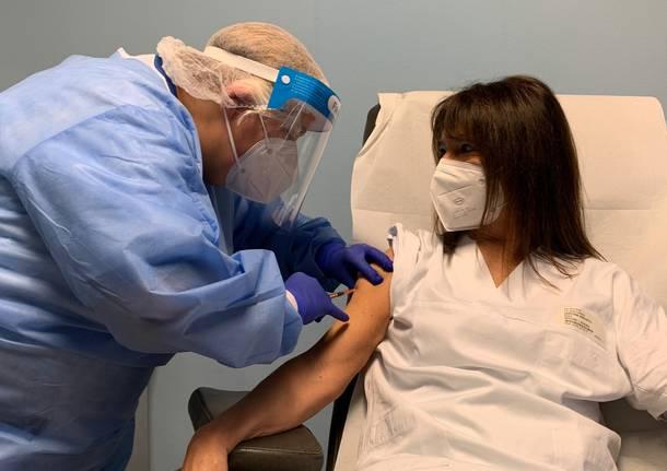 Le prime vaccinazioni anti covid a Busto Arsizio