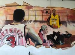 """Uboldo, nella palestra """"Giulio Galli"""" un murales nel ricordo di Kobe Bryant, Drazen Petrovic e Giulio"""