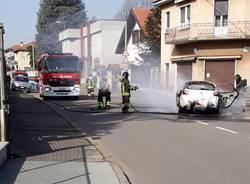 Auto in fiamme legnano