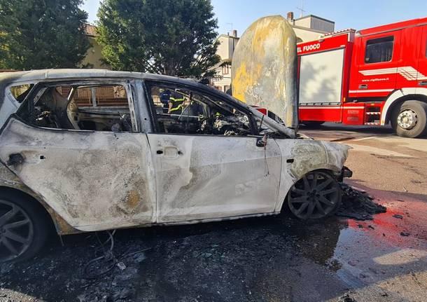 Auto in fiamme tra Legnano e Castellanza, Vigili del Fuoco in azione