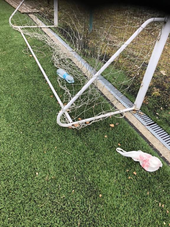 Il campetto di Cremenaga devastato dai vandali