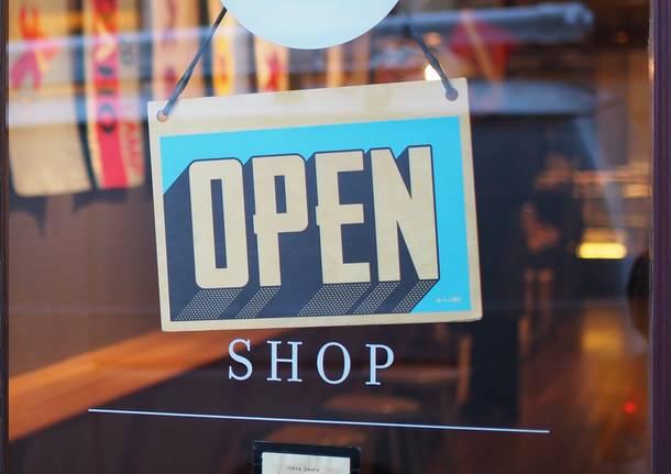 chiusure aperture negozi Foto di StockSnap da Pixabay