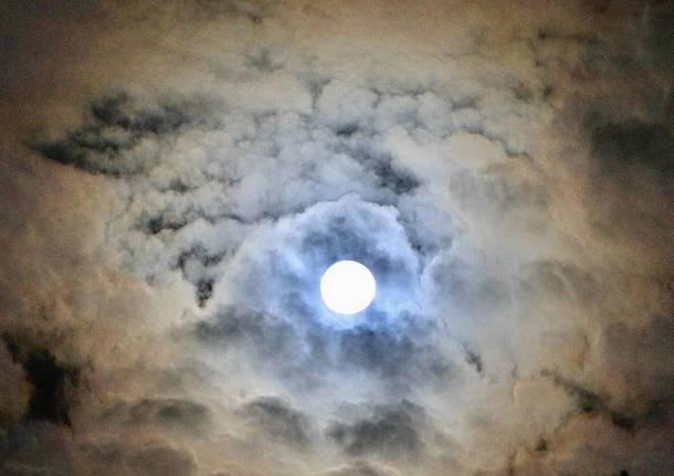 La Luna piena, di Nadia Bonora