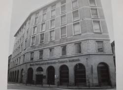 Le trasformazioni del Credito Varesino nelle foto della sua facciata