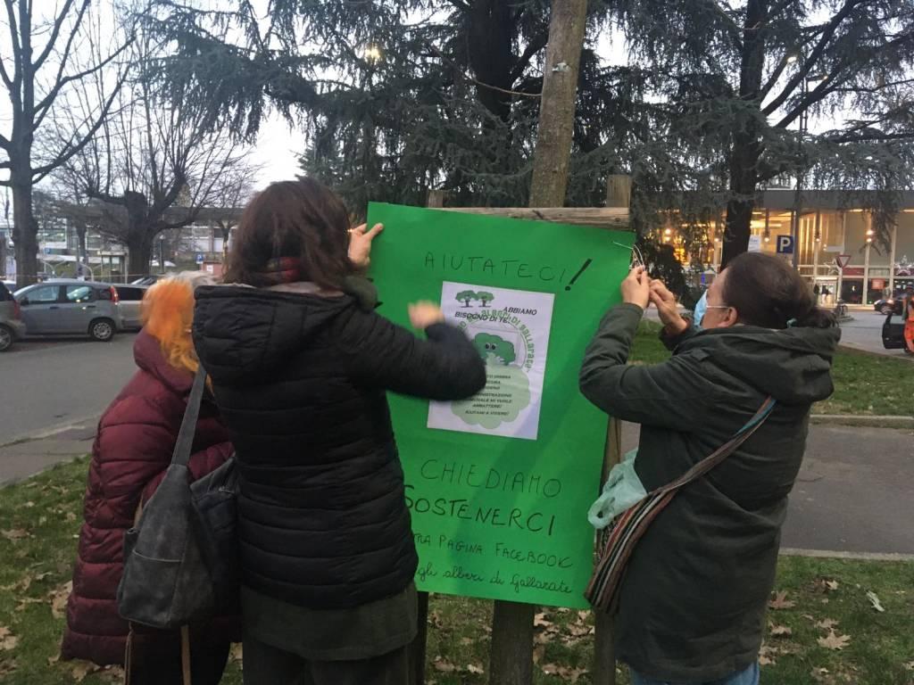 Protesta comitato piazza stazione Gallarate