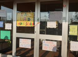A Travedona Monate la protesta contro la didattica a distanza