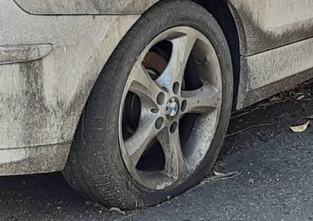 auto abbandonata sul Sempione a Legnano