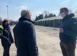 Continua il montaggio delle strutture per il punto vaccinale a Schiranna, Varese