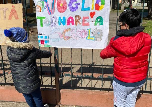 Flash mob davanti alle scuole Alighieri a Rescaldina