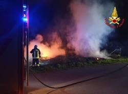incendio campo notte
