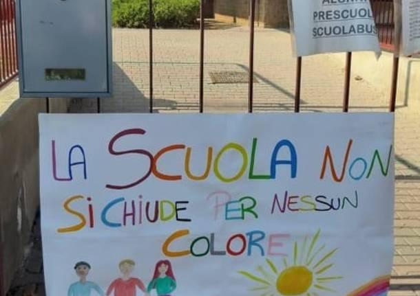 """La protesta: """"La scuola non si chiude per nessun colore"""""""