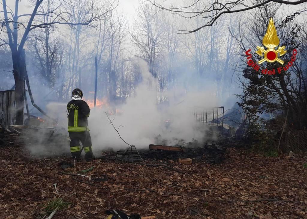Incendio Cardano al campo
