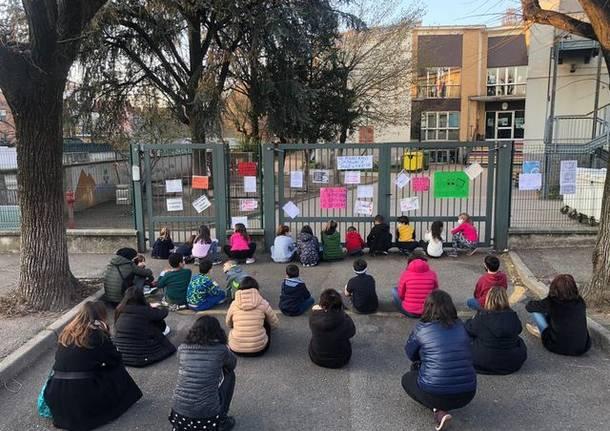 Protesta dei genitori a Rho