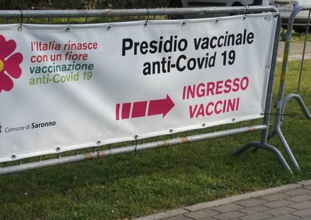 Saronno, hub vaccinale ex scuola Pizzigoni
