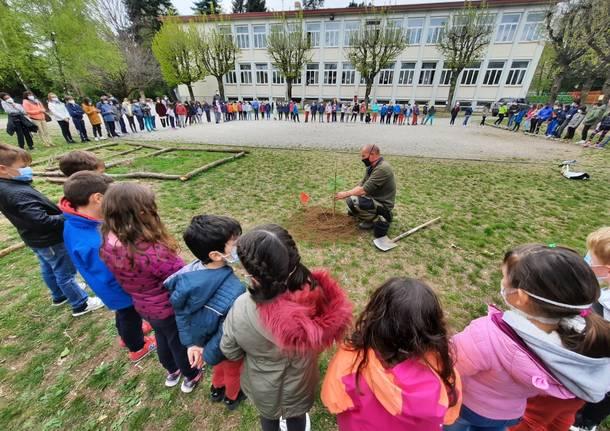 I bimbi del Galilei piantano alberi