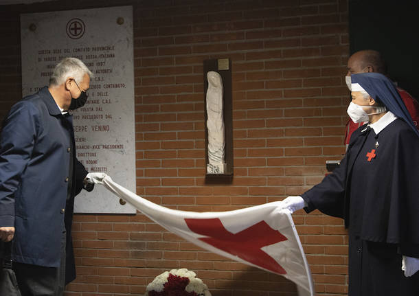 La statua della Madonna donata alla Croce Rossa di Varese
