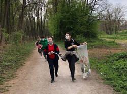 Gli studenti di Limbiate al lavoro per ripulire il Parco delle Groane