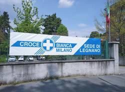 Gruppo Ceriani dona un nuovo striscione alla Croce Bianca