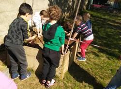 I bambini coltivano gli orti scolastici del IC di Vedano Olona