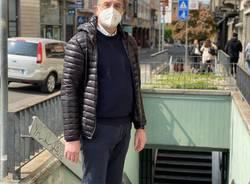 il candidato Carlo Alberto Coletto nei sottopassi di viale Milano  a Varese