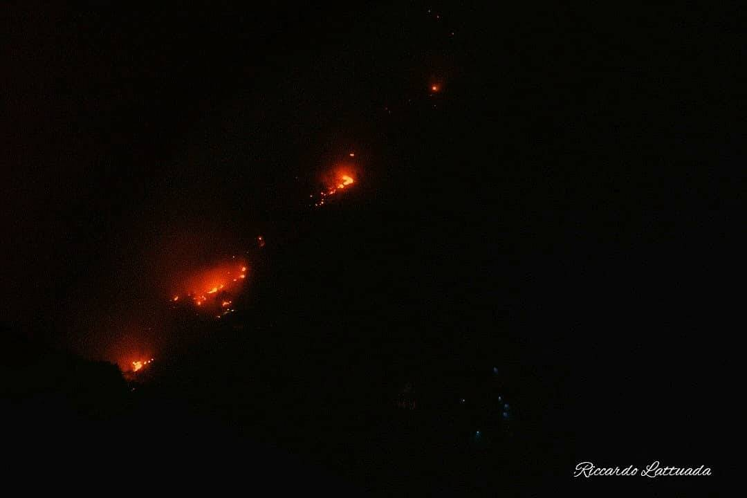 Incendio in Val Cannobina visto da Luino