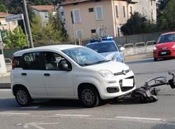 incidente auto bici viale europa varese