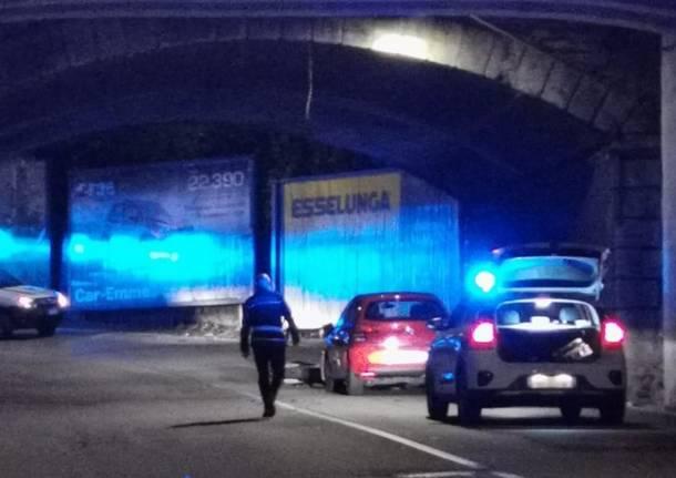 incidente polizia locale varese notte