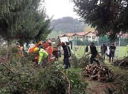 Induno Olona - Protezione civile al lavoro per pulire gli argini dell'Olona