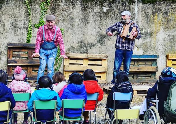 """Teatro delivery"" nel cortile dell'asilo"