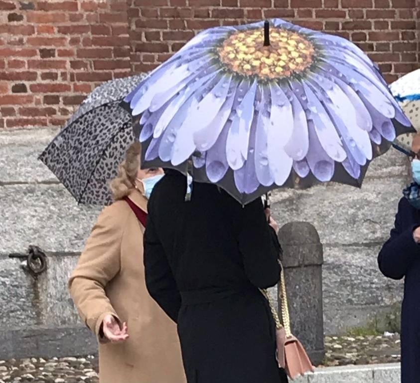 La pandemia cambia colore,  Legnano saluta la zona rossa sotto l'ombrello