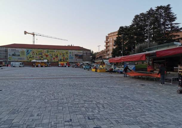 Mercato di Varese in Piazza Repubblica