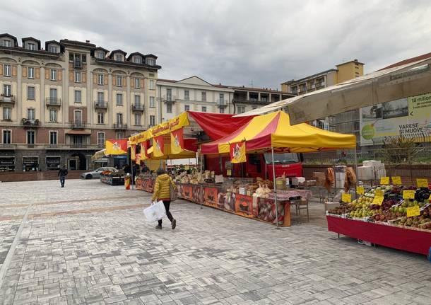 Primo sabato di mercato in piazza Repubblica