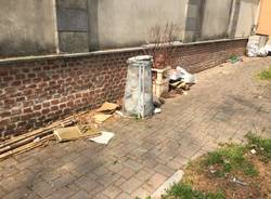 Rifiuti al cimitero monumentale di Legnano