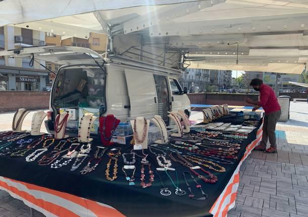 In piazza repubblica  Varese arriva il mercato del martedì