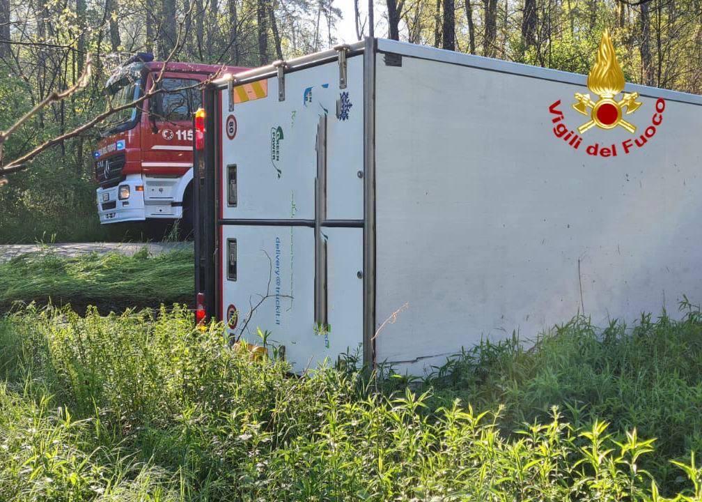 camion ribaltato mornago