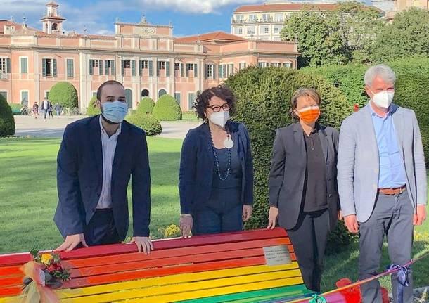 La panchina arcobaleno ai Giardini Estensi di Varese