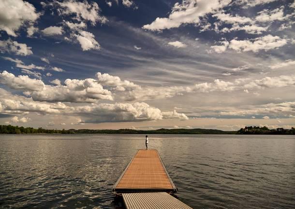 Gavirate, lago e nuvole - foto di Massimo Zanderin