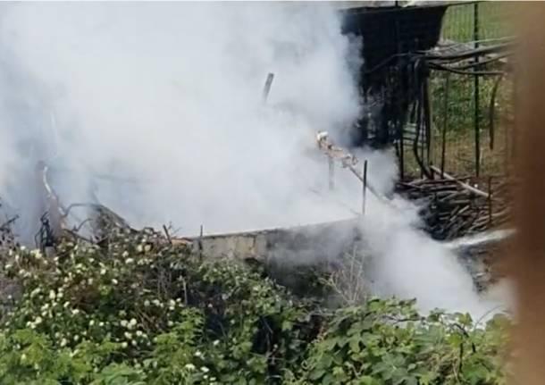 Incendio a Gallarate vicino alla Mornera