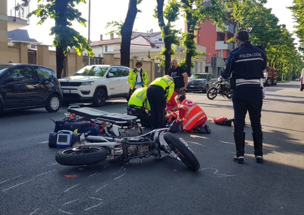incidente busto arsizio polizia locale