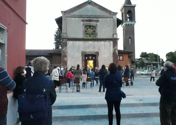 """La piazzetta della Ponzella a Legnano """"inaugurata"""" con la recita del rosario"""