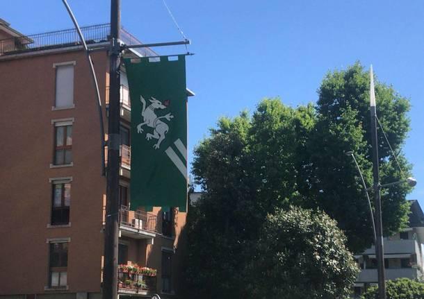 Le bandiere del Palio di Legnano al Monumento del Guerriero