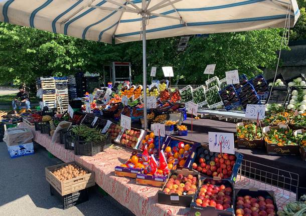 Primo giorno di mercato in piazzale de Gasperi a Varese